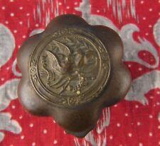 ancienne petite boite a pillule ou priser en bronze ep XIXe nap 3 decor colombes