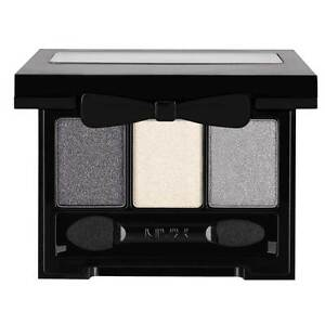 NYX Love In Rio Eye Shadow Palette color Showgirls Exposed ( LIR20 )