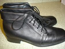 WOMEN'S ST.JOHN'S BAY LEATHER ANKLE BOOTS/SHOES-SIZE 6.5W-BLACK