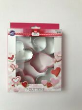 WILTON METAL  HEART-SHAPE COOKIE CUTTER SET NEW SEALED VALENTINES 7 CUTTERS