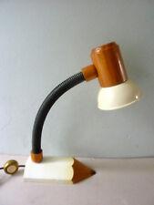 lampe en bois et métal, avec son pied forme crayon, vintage des années 80