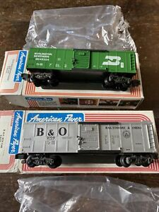 American Flyer 48304 Burlington Northern Boxcar & 9709 B & O Boxcar