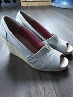 Toms Black Space Dyed Wedges Size 9.5 Womens
