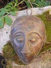 2 / Masque en bronze tète de personnage ethnique