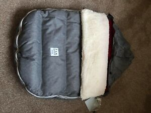 7am Infant LAMB POD Grey Red cosy Foot muff