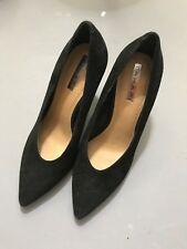 Tahari Benedict 6M Black Suede Shoes Heels Pumps Classic Hard to find