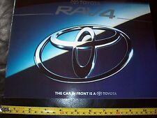 Toyota RAV4 car brochure prospekt Comme neuf État neuf mais Staple trous en couverture
