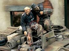 """Verlinden 1/35 """"Bail Out!"""" Waffen-SS Tanker saving Wounded WWII (2 Figures) 1249"""