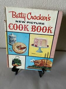 Vintage 1961 Betty Crocker's New Picture Cookbook 1st Edition 1st Printing HB