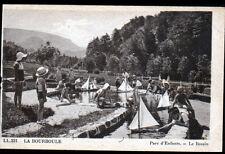 LA BOURBOULE (63) JEUX d'ENFANT au PARC avec MAQUETTE de BATEAU vers 1930