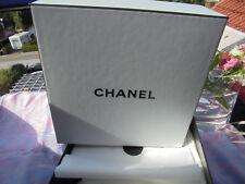 Chanel Geschenkbox 22 x 22 x 10 cm + Siegelpapier + Chanel Umschlag schwarz
