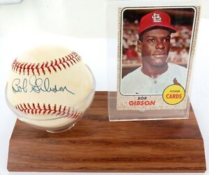 .BOB GIBSON, ST LOUIS CARDINALS SIGNED DISPLAY. HANDSIGNED BASEBALL + 1968 TOPPS