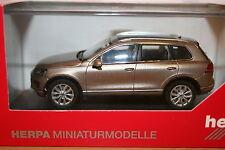Herpa 070959, 1:43, VW Touareg mit Glasdach 2015, Sand-Gold-metallic, neu, OVP