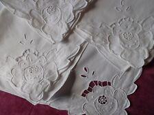 4 ravissantes serviettes brodées