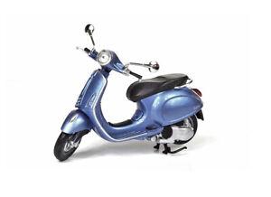 Vespa Primavera in Metallic Blue (1:12 scale by New-Ray Toys 57553B)