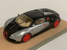 1/43 Looksmart Bugatti Veyron 16.4 in Silver and Black custom Base A2003