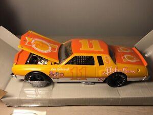 XRARE 1:24 Cale Yarborough #11 HOLLY FARMS 1976 MALIBU VINTAGE Die Cast NASCAR