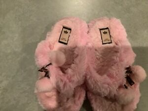 Juicy Faux Fur Slippers Size UK 5 Baby Pink Pom Pom's With Gold Heart Disc 💕💕