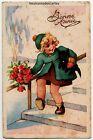 Carte postale ancienne Illustrateur fillette descendant l'escalier avec un chien