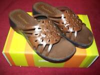 """Womens Bare traps """"Option"""" Shoes/Sandals Size 7.5 Brown"""