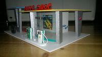VERO Auto Shop Garage mit Tankstelle Holz Spielzeug DDR Export
