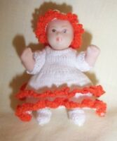 1:12 SCALE DOLLS HOUSE TODDLER IN HAND KNITTED WHITE/ORANGE OUTFIT