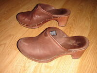 UGG Brown Leather Cloggs, Womens sz.6, in excellent condition