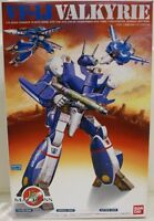 MACROSS : Valkyrie VF-1J 1:72 scale model kit made by BAN DAI in 1990     (XXX)