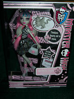 "NEW MONSTER HIGH ""ROCHELLE GOYLE"" DAUGHTER OF GARGOYLE~INCLUDES PET""ROUX"" VHTF!!"