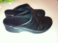 Dansko Sonja black leather clogs size 40 open - back