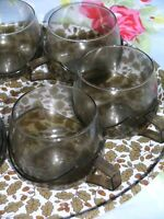 6 PLASTIC GLASS DRINKUPS WITH BROWN FLORAL TRAY K2656