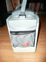 RUBBERMAID CONSOLE TRAVEL COOLER AND WARMER GRAY