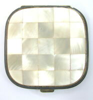 VINTAGE MOTHER OF PEARLS BEAUTIFUL LADY'S LOVELY POWDER BOX WITH MIRROR x