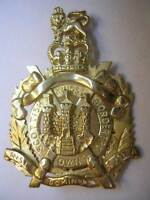 New 9ct gold KING'S OWN SCOTTISH BORDERERS Lady's Brooch. Excellent quality
