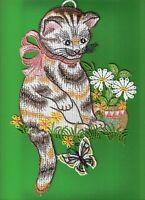 Fensterbild  Katze mit Schmetterling & Blumen - Plauener Spitze