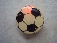 Fussball mit 5 LED´s mit Magnet blinkt incl. Batterien-Funktion getestet ! PIN