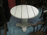 Pennsylvania House Round Center Accessory End Table
