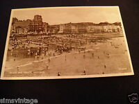 Sussex C Postcard Beach and Parade Hastings Busy scene [BPH83744]