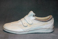WOMENS GRASSHOPPERS WHITE FABRIC WALKING SHOES - SIZE 8 M