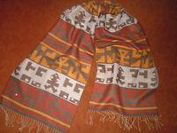 Exklusiver Schal  in südamerikanischen Mustern u. Farben - Made in Peru