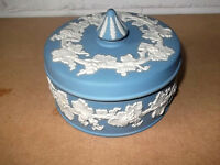 LARGE BLUE WEDGWOOD LIDDED POWDER BOWL  / TRINKET BOX  WITH A VINE PATTERN