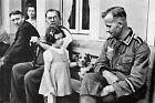 WW2 - Soldat allemand et civils français pendant l'occupation