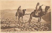 Algérie - cpa - BISKRA -Méharistes traversant les dunes