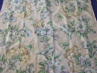 """VINTAGE WOMEN PASTILLE FLORAL SCARF 30""""BY 30""""  COLLECTABLE BEAUTIFUL CONDITION"""
