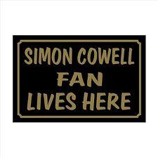 SIMON COWELL FAN Lives Here 160x105 plastica segno / Adesivo CASA, GIARDINO