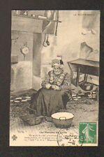 MOULINS (03) FEMME Costumée à la corvée de POMMES DE TERRE en 1912