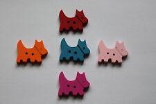 Pack De 5 De Madera Perro Forma Botones porciones de colores disponibles.