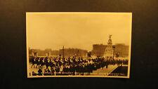,Royal Escort and Buckingham Palace, Valentine and Sons unused postcard