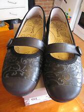 KUMFS EU 41 Ladies 10 GILT Black suede Gorgeous low heel AS NEW