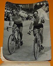 PHOTO PRESSE CYCLISME 1964 TOUR DE L'AVENIR GINES GARCIA & JUAN JOSE SAGARDUY